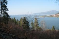 cerknisko-jezero-s-slivnico-v-ozadju