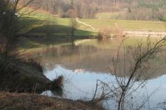 Gradiško jezero z Gradiščem v ozadju