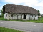 Jurjeva hiša z brajdama pred hišo