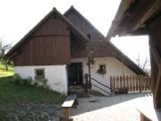Zunanjost obnovljene hiše.