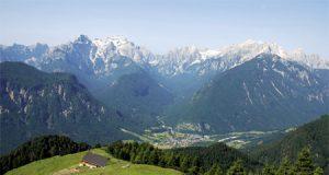 Dovška Baba je imenitno razgledišče – Julijske Alpe so kot na razstavi