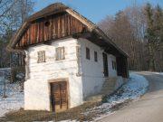 Kozjanska domačija Repuš 13 je okoli 200 let stara in je ohranjena takšna kot je bila