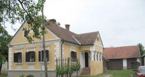 TELE hiša v vasi Kobilje, ki jo mnogi označujejo kot arhitekturni biser
