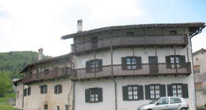 Del zunanjosti obnovljenega Ščirnovega ograda z razstavnimi prostori in muzejem