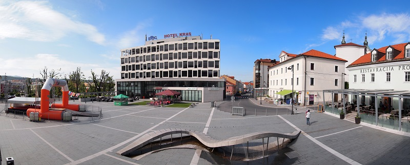 Titov trg, Postojna