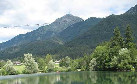 Pogled z jezera proti Storžiču